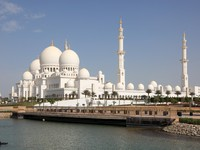 Абу-Даби. Мечеть шейха Зайда. Sheikh Zayed Mosque in Abu Dhabi. Фото Philip Lange - Depositphotos