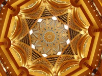 ОАЭ. Абу-Даби. Emirates Palace ceiling. Фото Lyubov Timofeyeva - Depositphotos