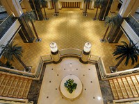 ОАЭ. Абу-Даби. Interior of Emirates Palace, Abu Dhabi. Фото philipus - Depositphotos