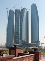 ОАЭ. Абу-Даби.  Abu Dhabi skyline building at day. Фото Alexey Ochkin - Depositphotos