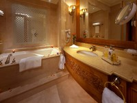 ОАЭ. Абу-Даби. Emirates Palace. Grand Room (Bathroom)