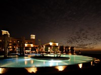 ОАЭ. Абу-Даби. Desert Islands Resort & Spa by Anantara. Evening by the pool