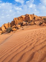 ОАЭ. Пустыня Руб-эль-Хали (Rub' al Khali). Desert and Rocks in UAE. Фото Peter Fuchs - Depositphotos