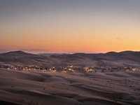 ОАЭ. Абу-Даби. Qasr Al Sarab Desert Resort by Anantara. Royal pavilion sunset view