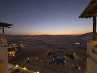 ОАЭ. Абу-Даби. Qasr Al Sarab Desert Resort by Anantara. Suhail terrace view