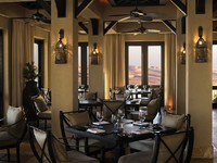 ОАЭ. Абу-Даби. Qasr Al Sarab Desert Resort by Anantara. Ghadeer restaurant indoor dining