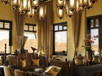 ОАЭ. Абу-Даби. Qasr Al Sarab Desert Resort by Anantara. A Library of restful majesty