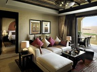 ОАЭ. Абу-Даби. Qasr Al Sarab Desert Resort by Anantara. Suite_living_room