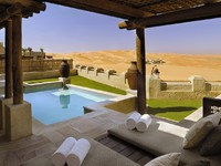 ОАЭ. Абу-Даби. Qasr Al Sarab Desert Resort by Anantara. Morning outlook from private pool