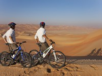 ОАЭ. Абу Даби. Qasr Al Sarab Desert Resort by Anantara. Desert mountain bike excursion