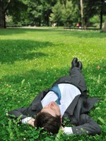 Мечта. Senior business man relaxing in grass. Фото Martin Novak - Depositphotos