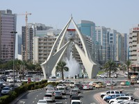 ОАЭ. Дубай. Tower Clock Roundabout in Dubai. Фото philipus - Depositphotos