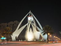 ОАЭ. Дубай. Tower Clock Roundabout in Dubai, United Arab Emirates. Фото philipus - Depositphotos
