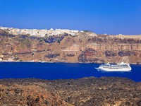 Греция. Санторини.  Santorini view from volcano. Фото Violin - Depositphotos