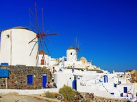 Греция. Санторини. Windmills of Oia Santorini. Фото Maugli - Depositphotos