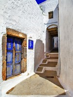 Греция. Санторини. Traditional greek streets. Patmos island - Maugli Depositphotos