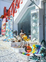 Греция. Санторини. Greek shop at Santorini, Greece. Фото d.travnikov - Depositphotos