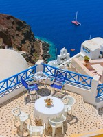 Греция. Санторини. Magic terrace in Santorini. Фото Aleksandrs Kosarevs - Depositphotos