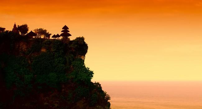 Индонезия. Бали.Пура Лухур Улувату (Pura Luhur Uluwatu)Фото magicinfoto-Depositphotos
