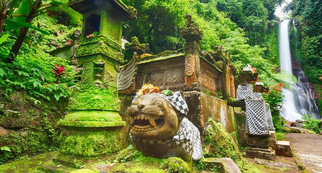 Клуб путешествий Павла Аксенова. Индонезия. Бали. Водопад. Фото deltaoff-Depositphotos