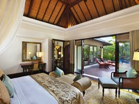 Индонезия.О.Бали. The St. Regis Bali Resort. Lagoon Villa - Bedroom
