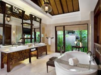Индонезия.О.Бали. The St. Regis Bali Resort. Strand Villa Bathroom