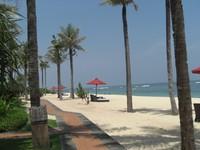 ?Клуб путешествий Павла Аксенова. О.Бали. The St.Regis Bali Resort. Пляж.Фото Павла Аксенова