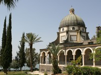 The Church Of The Beatitudes was built on a hill overlooking the Sea of Galilee. Фото Steven Frame - Depositphotos