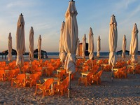 Израиль. Cafe on the beach. Фото Felix Bensman - Depositphotos
