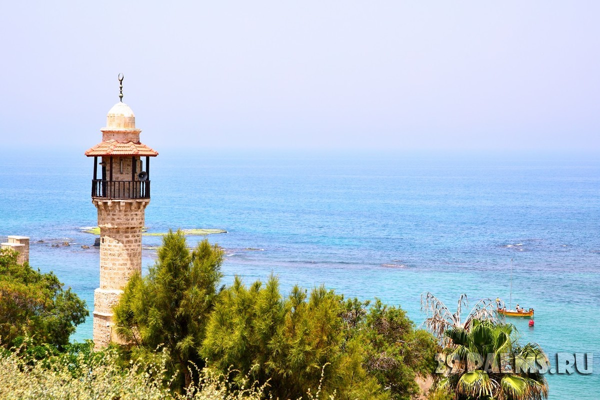 Израиль. Тель-Авив. Mosque and sea. Tel Aviv - Yaffo, Israel. Фото Roman Sigaev - Depositphotos