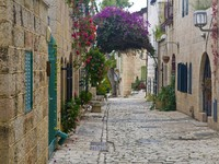 A street in mishkenot Shaananim neighborhood in Jerusalem Israel. Фото Kobby Dagan - Depositphotos