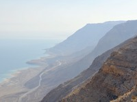 Израиль. Мертвое море. View to the Dead sea surrounded by mountains. Фото Elena Luria - Depositphotos