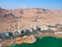 ?Израиль. Мертвое море. Birdseye view of the Ein Bokek resort, Israel. Фото Vasily Firsov - Depositphotos
