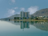 Израиль. Мертвое море. Kind on hotels at the dead sea in desert. Фото Ludmila Peker - Depositphotos