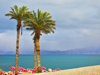 Израиль. Мертвое море. Dead Sea during a spring thunder-storm. Фото Avraham Kushnirov - Depositphotos