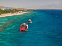 Eilat gulf, Israel. Koralovyj coast and kind on coastal hotels. Фото Alexandr Makarenko - Depositphotos