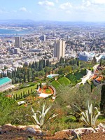 Израиль. Хайфа. View on the Bahai gardens and Haifa, Israel. Фото Michail Voytenko - Depositphotos