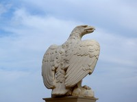 Израиль. Хайфа. Statue of eagle in Bahai garden, Haifa, Israel. Yulia Belousova - Depositphotos