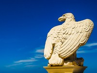 Израиль. Хайфа. Stone eagle in front of the sky. Фото Anton Ivanov Depositphotos