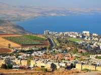 Израиль. Tiberius city and the sea of Galilee ( Lake Kinneret). Фото Oleg Zaslavsky - Depositphotos