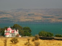 Израиль. Famous greek orthodox monastery in Capernaum of Sea of Galilee. Фото Rostislav Glinsky - Depositphotos