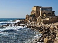 Израиль. Ancient Romanian harbor and seaside in Caesarea, Israel. Фото Vladimir Khirman - Depositphotos