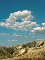 Израиль. Picturesque clouds over the stony desert in Israel. Фото Sergey Belov - Depositphotos