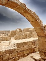 Израиль. An ancient arch in Israel. Фото Nika Lerman - Depositphotos