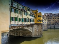 Италия. Флоренция. Side view of Old Bridge - Ponte Vecchio in Florence. Фото Giovanni Gagliardi - Depositphotos