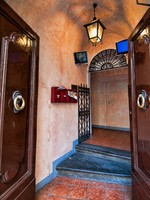 Италия. Флоренция. Home Entrance Interior in Florence, Italy. Фото Giovanni Gagliardi - Depositphotos