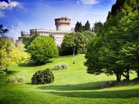 Италия. Тоскана. Medieval castle in charming countryside, Tuscany, Italy. Фото ajafoto - Depositphotos