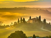 Италия. Тоскана. Tuscany at early morning, Italy. Фото sborisov - Depositphotos