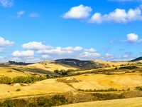 Италия. Тоскана. Rural Landscape of Tuscany near Volterra, Italy. Фото StevanZZ - Depositphotos