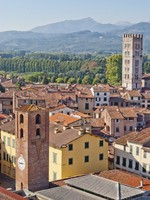 Италия. Тоскана. Лукка. Lucca panoramic view, Tuscany, Italy. Фото Ladiras - Depositphotos